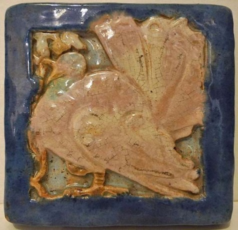 A Russell Crook tile with a turkey motif. (Photo: Wells Tile & Antiques)